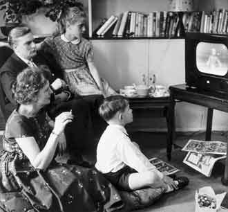 Family-watching-TV11