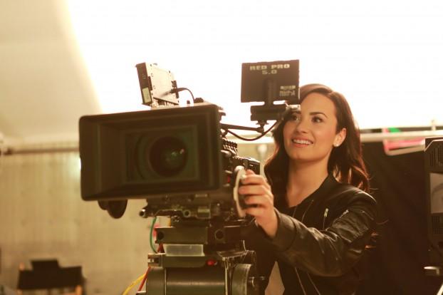 Demi Lovato Twister Moves_3