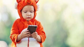 Kid looking at phone_childwise report 2019