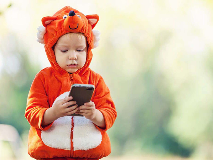Kid looking at phone_childwise report 2019