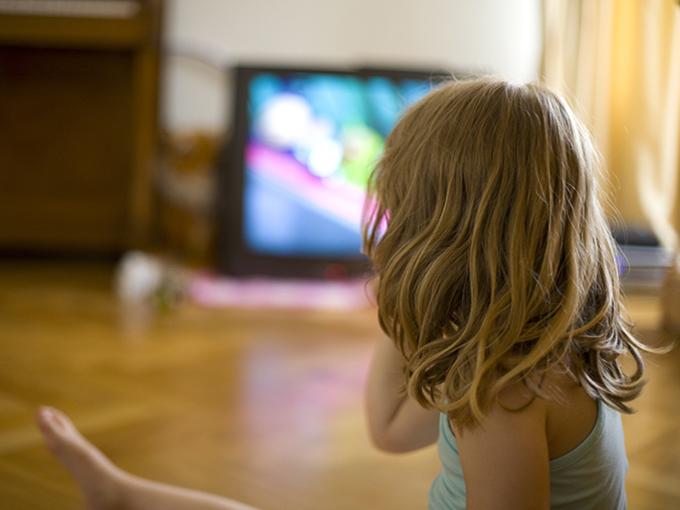 Kid_watching_TV