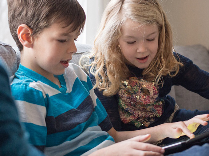 stock_image_kids_looking_at_tablet