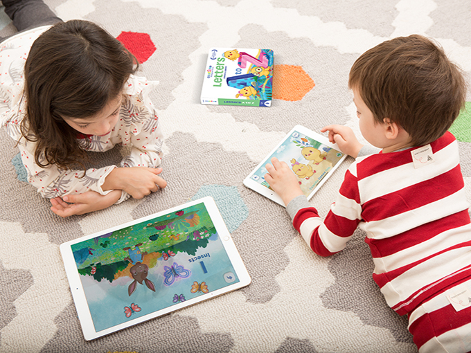 Tech Encantos 1 kids on tablet