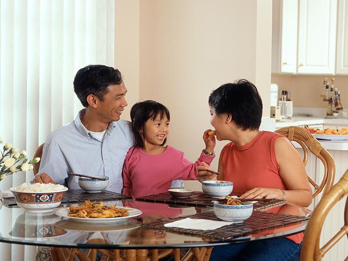 family-dinner-unsplash